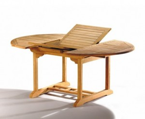 patio-extending-garden-table-and-folding-chairs-outdoor-extendable-dining-set.jpg